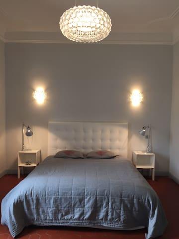 Belle et grande chambre en Provence - Sénas - Townhouse