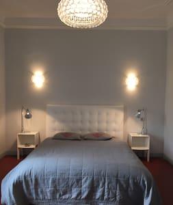 Belle et grande chambre en Provence - Sénas - Reihenhaus