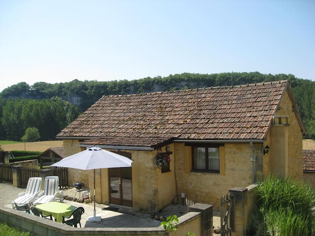 Spacious gite for 2, pool, fab view, private patio - Peyzac-le-Moustier - Huis