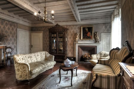 """A night of charme in a """"museum""""... - Villa"""