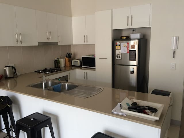 Modern Manly Vale Apartment in ideal location - Balgowlah - Pis