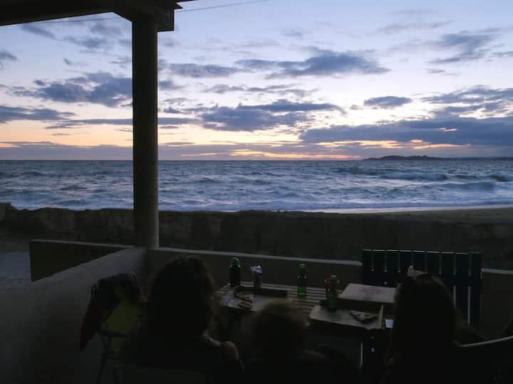 Cabanon d'Albert sur la plage, proche calanques