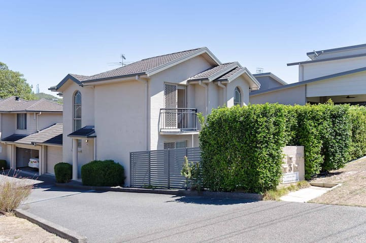 'Bay Haven', 4/3 Thurlow Avenue - pet friendly, close to town, & air con