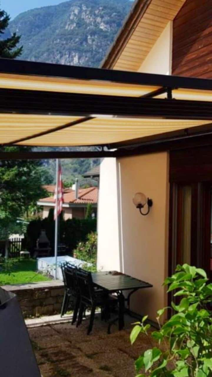 Schöne, sonnige Wohnung mit Garten für 2-3 Gäste