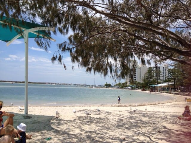 Bright,sunny Broadwater unit - Biggera Waters - Apartment