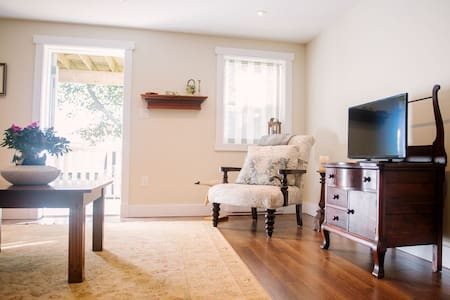 Spacious Comfy one bedroom garden apartment