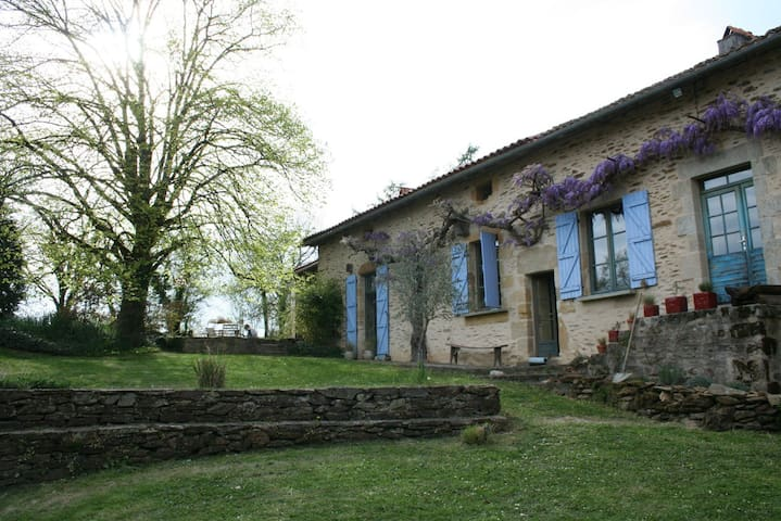 Stunning secluded farmhouse with pool - Saint-Jory-de-Chalais