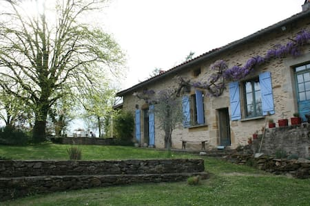 Stunning secluded farmhouse with pool - Saint-Jory-de-Chalais - Ev
