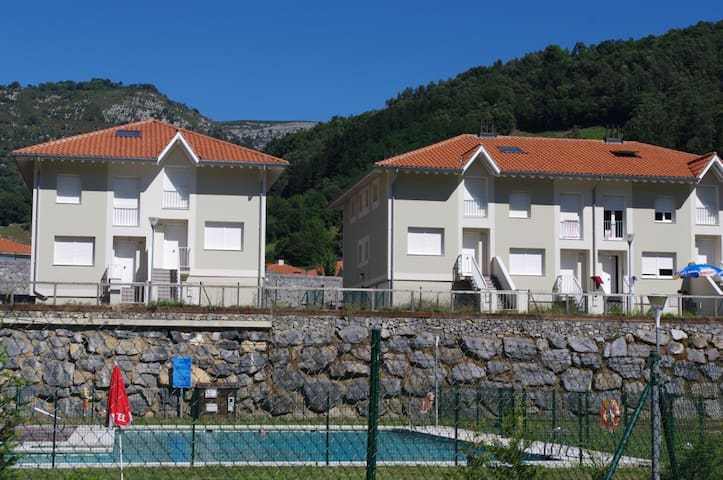 Chalet con piscina, barbacoa, Wi-Fi - Арредондо