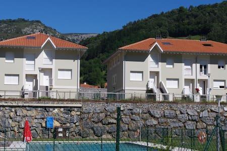 Chalet con piscina, barbacoa, Wi-Fi - Арредондо - Haus