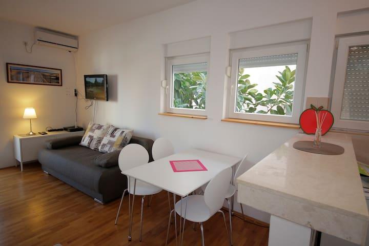 Studio Apartment Danijela - Igalo - Apartment