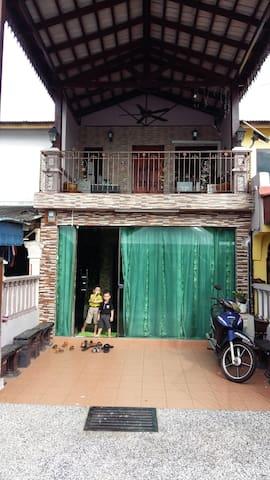 Damai Homestay,Skudai - Skudai - House