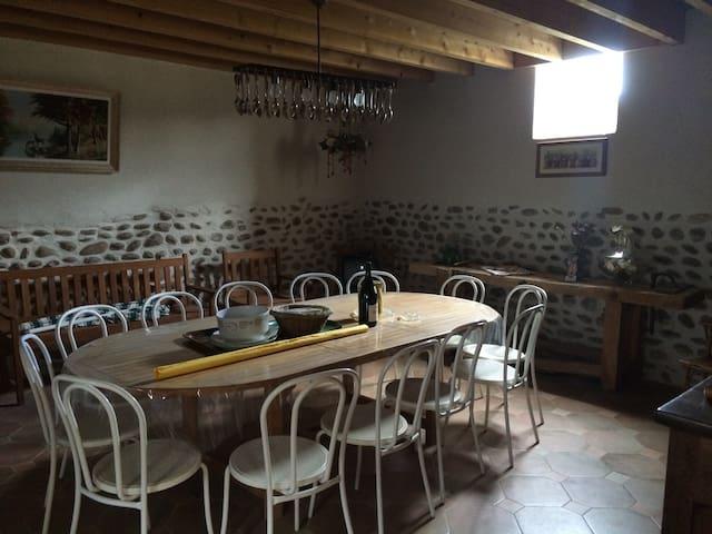 Maison de campagne rustique et pleine de charme - La Motte-de-Galaure - Casa