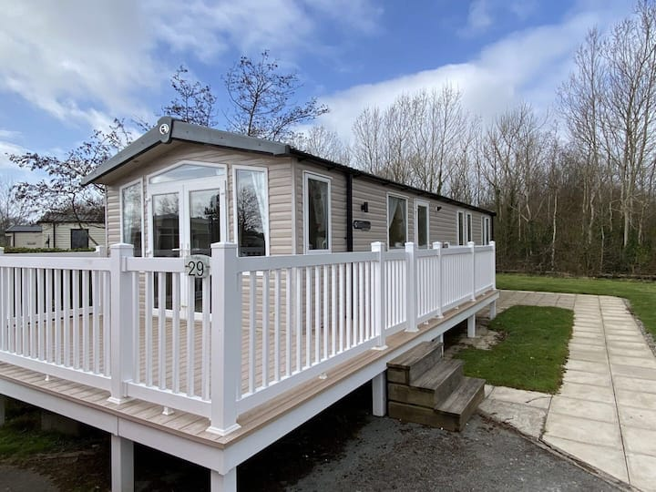Modern 6 Berth Caravan for rent in North Wales
