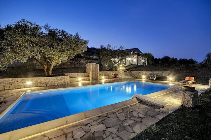 Beautiful villa with pool in the contryside of Giarratana