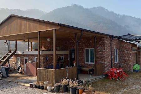 (비발디파크, 엘리시안 25분, 몽키가든 빠지 10분) 한적하고 아늑한 춘천 주말농장 주택
