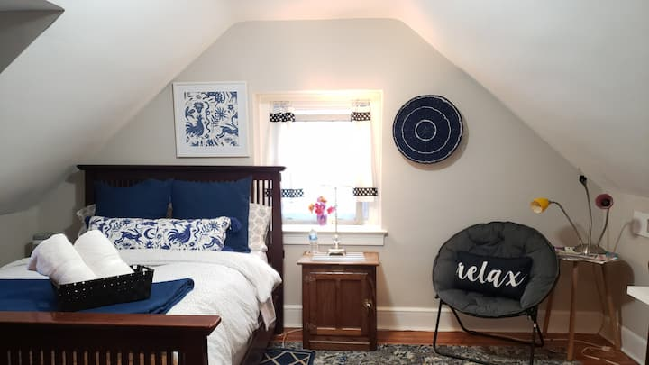 Comfy 3rd floor room in Mt. Airy/Med Students Welc