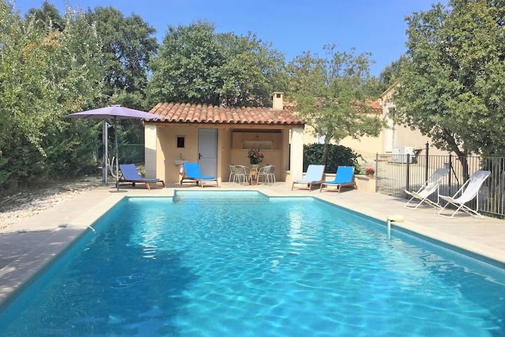 Inviting Villa in Saumane-De-Vaucluse with Swimming Pool