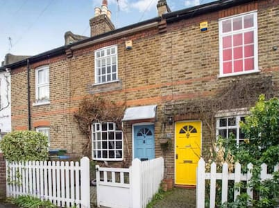 Cosy Hampton Court cottage - Thames Ditton - Casa