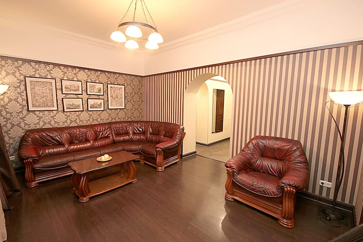 Апартаменты Делюкс  2-спальни, улица Крещатик 17
