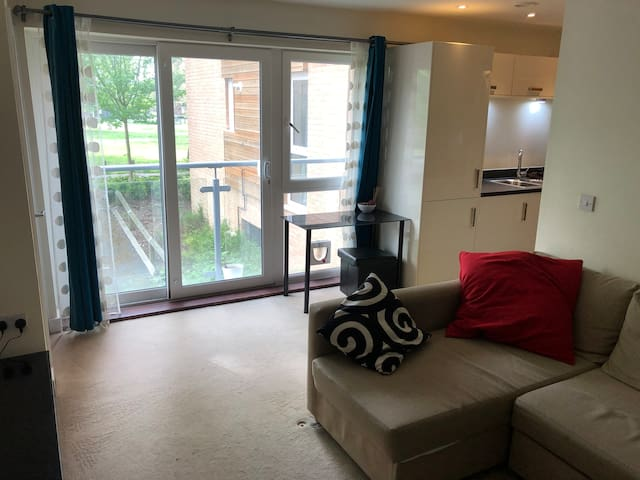 Lovely 1 bed apartment in quiet area close to city
