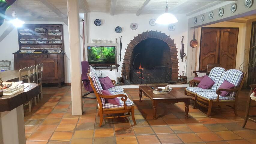 Maison atypique avec piscine près de Bordeaux