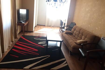 Трёхкомнатная квартира в самом центре города Сухум - 公寓