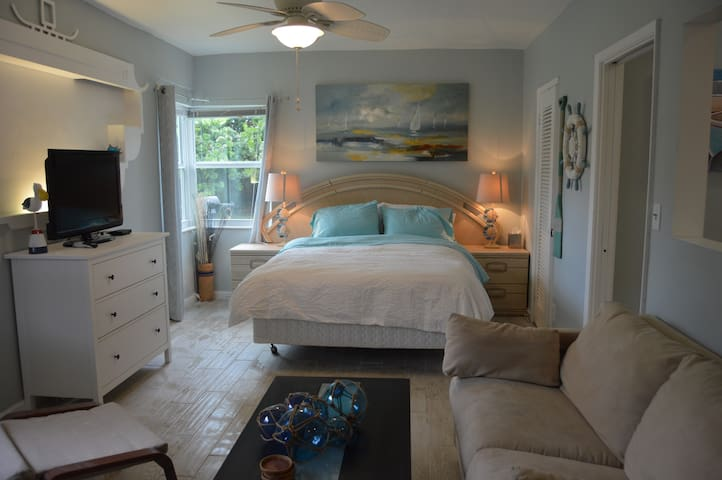 Beach-Themed Studio on Tarpon River Now w/ Pool!
