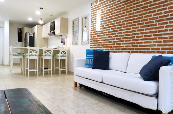✦ Gorgeous and Bright 2BD/2BR Apt in Old Town✦