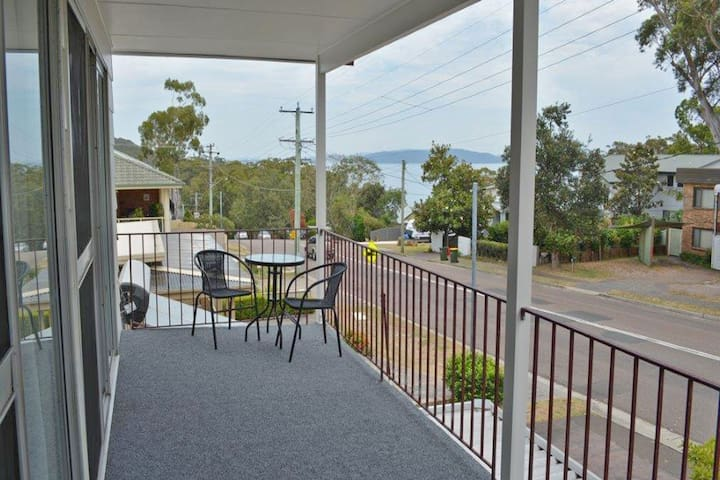 'Boomerang on the Bay' 107 Government Road - boat parking, air conditioning and water views