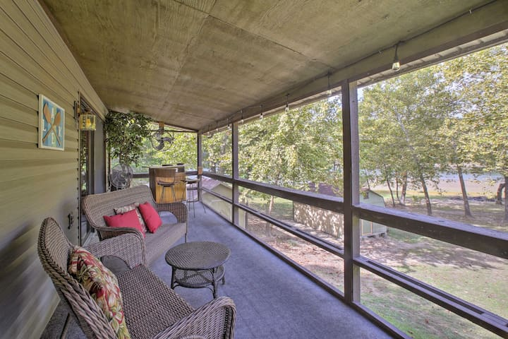 Lakefront Table Rock Home - 2 Porches & Kayaks