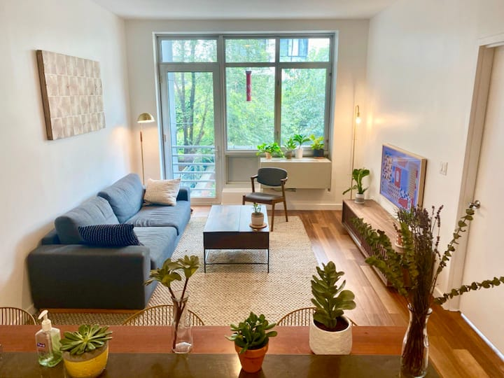 Spacious and design entire 1 BD in Williamsburg