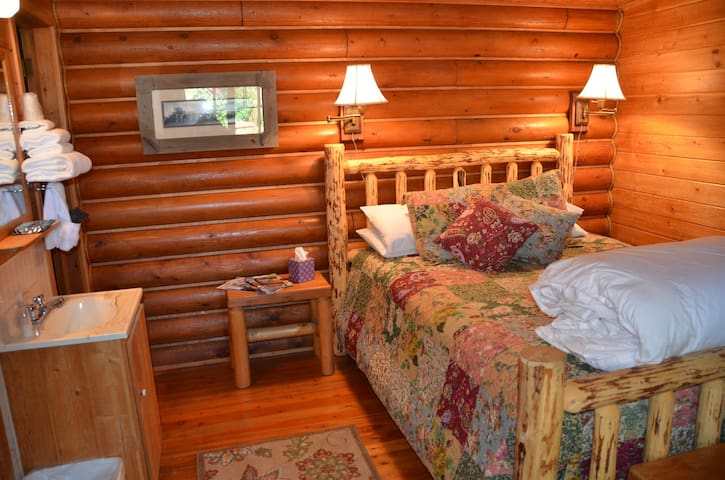 Laughing Horse Lodge  B & B (Bunk Beds)
