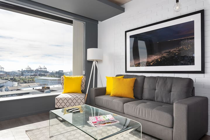 Wex1 837 - Contemporary Studio with Harbour Views