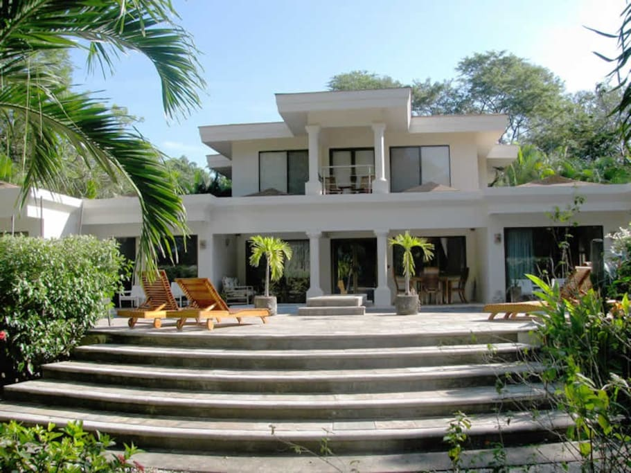 Casa muy grande houses for rent in playa grande costa rica for Costa rica rental houses