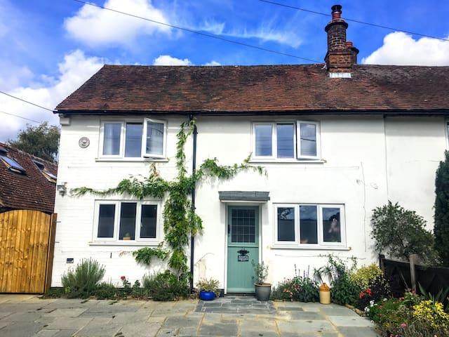 Lavender Row,  Stedham holiday cottage sleeps 5