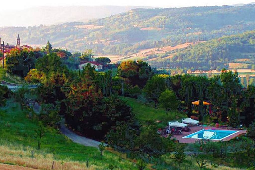 Villa in the centre of tuscany ville in affitto a borgo for Ville in collina