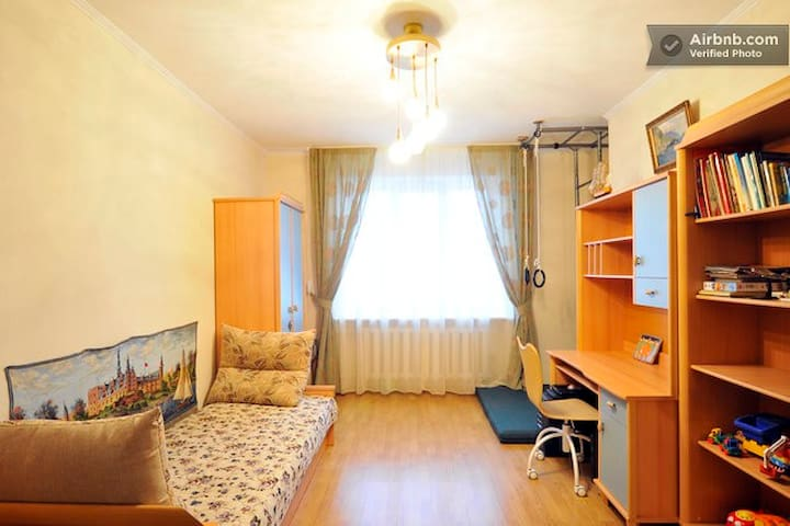 Comfortable room by metro, verified - Kiev - Apartment