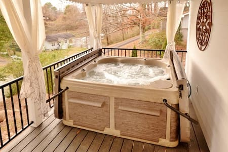 Perfect Cottage in Downtown Murphy   w/ Hot Tub