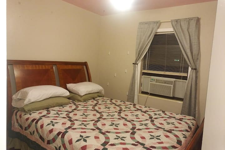 F3: Private Rm: QUEEN bed,  near Universal Studios
