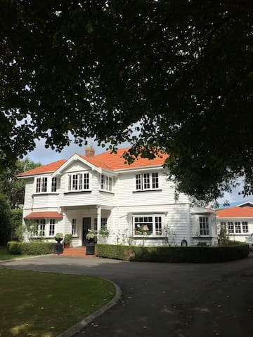 Linden House Hawera 3 lovely rooms $80p/n ea. Twin