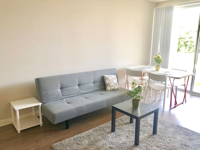 ★★★★★2BDR/2BA AP. IN HEART SANTA MONICA! PARKING!
