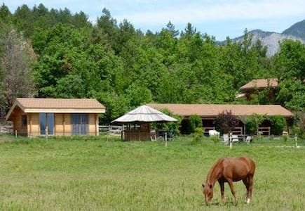Chalet dans centre équestre - Ventavon