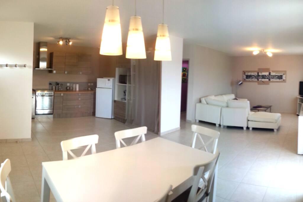 80m2 proche barcares perpignan clim maisons louer pia languedoc roussillon france. Black Bedroom Furniture Sets. Home Design Ideas