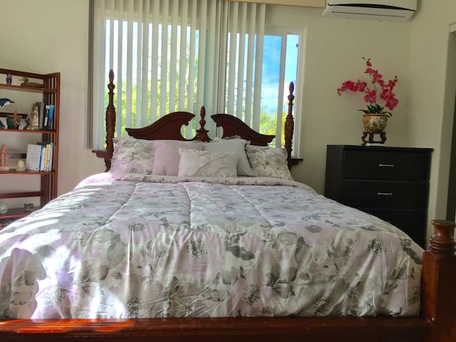 Private room2 in gated property. Close to airport.