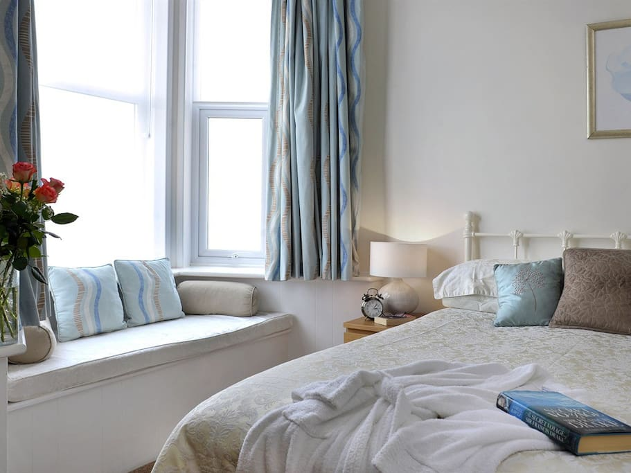 Sea view deluxe room with comfy king sized bed and ensuite with lovely power shower and complimentary toiletries.