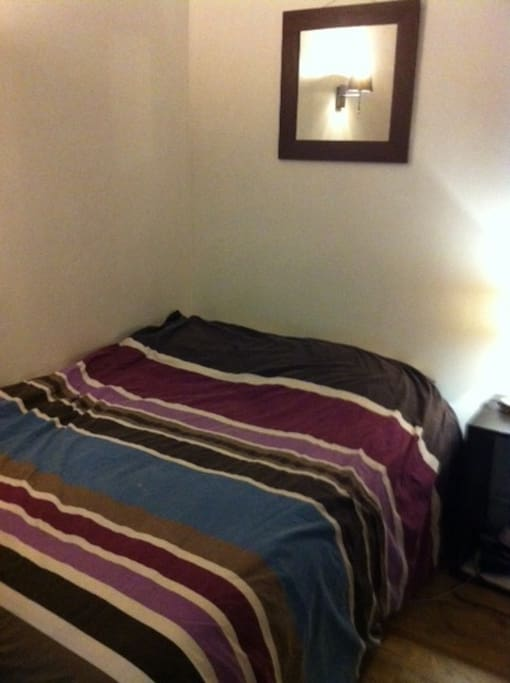 Chambre avec lit double, très calme sur cour