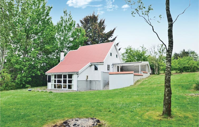 Holiday cottage with 3 bedrooms on 90m² in Farsø