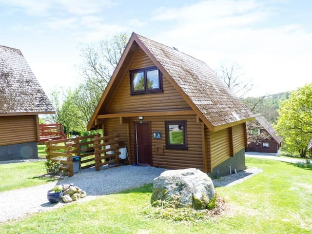 HERON LODGE, pet friendly, with a garden in Colvend, Ref 957115