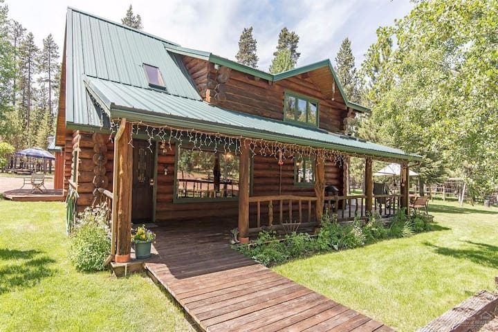 Charming Log Cabin on 5 acres with Guest House